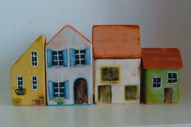 Maureen - Sets of little wooden houses